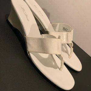 ⭐️ Life Stride sandals